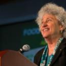 Deben gobiernos velar primero por la salud de la población: Marion Nestle