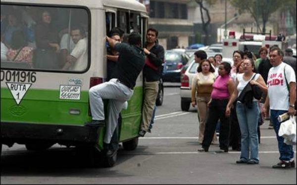 transporte-publico-hombre-camion