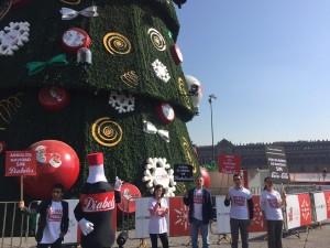 accion-retiro-publicidad-coca-arbol-navidad-1
