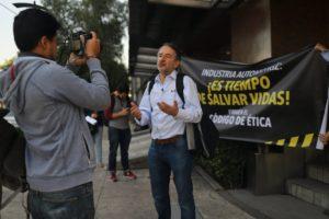 Imagen de acción civil con declaraciones de Alejandro Calvillo, director de El Poder del Consumidor