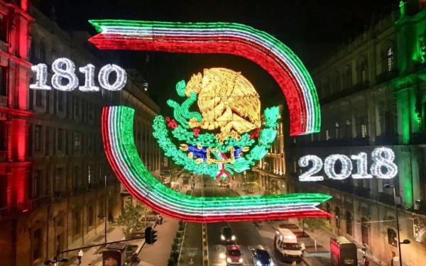 Iluminación en el Zócalo de la Ciudad de México por las fiestas patrias 2018