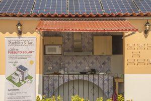 """Cocina de la casita solar de """"El Pueblito Solar"""" en el Bosque de Chapultepec"""