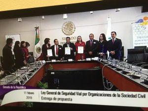 Imagen de la transmisión en canal de televisión del Congreso de la presentación en el Senado de la República de la propuesta de Ley General de Seguridad Vial de la sociedad civil