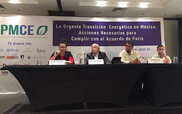 """Panel de presentadores del foro """"La Urgente Transición Energética en México: Acciones Necesarias para Cumplir con el Acuerdo de París"""", llevado a cabo en la Ciudad de México el 27 de febrero de 2019"""