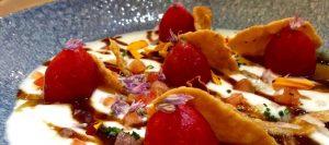 Ensalada de tomate con salsa de tamarindo y yogurt