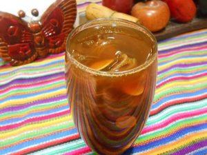 Vaso de agua de chilacayote con piña