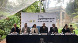panel del Foro Potencial para salvar vidas en México de los sistemas de seguridad vehicular