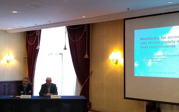 Dr. Boyd Swinburn, de @WorldObesity, en conferencia de prensa
