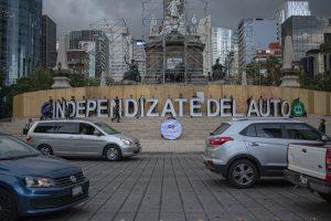"""Acción civil de la Coalición Cero Emisiones en el Ángel de la Independencia dando """"el grito"""" de urgencia: ¡Independízate del auto!"""