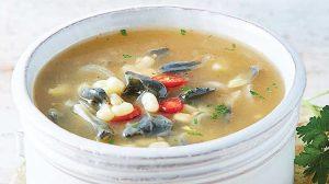 Sopa de huitlacoche con elote