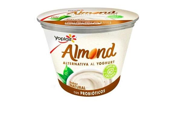 Almond Yoplait (envase de 145 gramos)