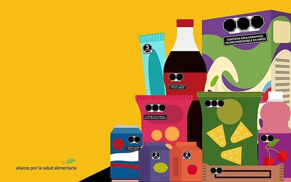Ilustración con empaques de alimentos y bebidas con el nuevo etiquetado de advertencia
