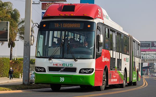 Unidad 39 de la Línea 1 del Mexibús circulando