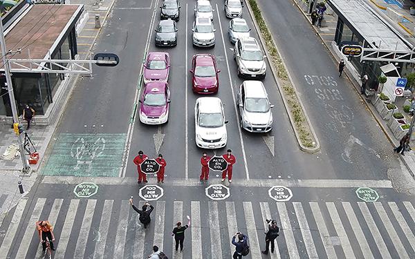 Acción ciudadana de etiquetado de carriles en Insurgentes (foto dron Greenpeace, Alex Sánchez)