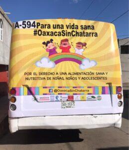 """Otro ejemplo en autobús de la segunda etapa de la campaña """"Por el derecho a una vida sana, Oaxaca sin Chatarra"""""""