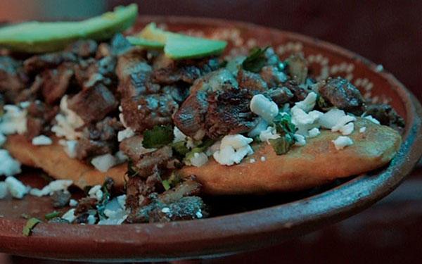 Huarache mexicano con arrachera