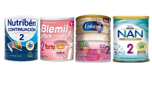 Cuatro latas de fórmulas infantiles / sucedáneos de la leche materna